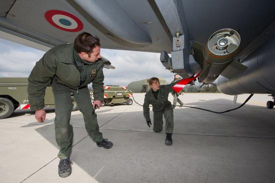 Libyaya ilk ateş Fransadan-resimleri